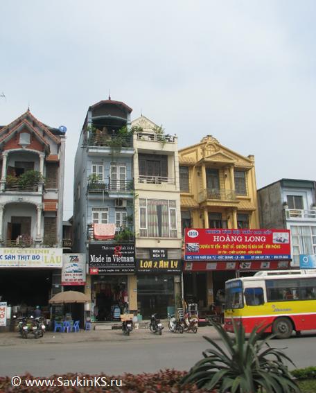 каждый фасад дома представляет из себя магазин