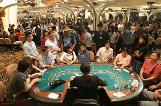 Вьетнамцы играют в казино